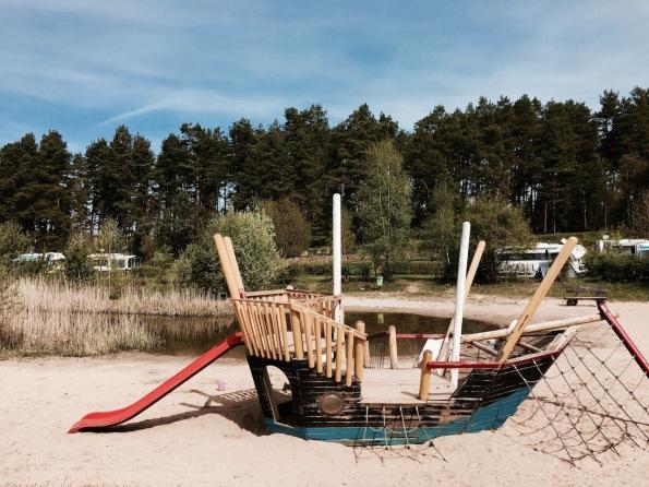 Badeteich mit Spielplatz