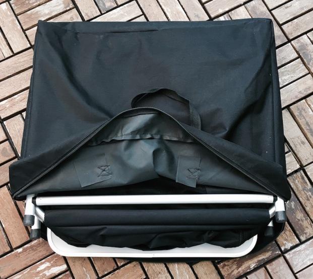 Campingschrank in der Transporttasche - ganz schön praktisch...