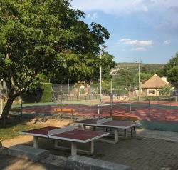 L'Ardéchois - Tennisplätze und Tischtennisplatten
